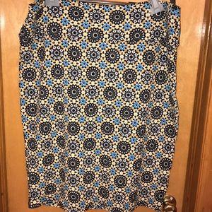 Floral like patterned pencil skirt